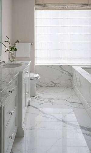 Acabamento de banheira com mármore
