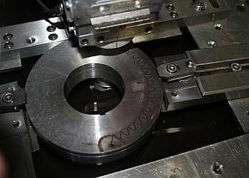 Corte de metal duro por eletroerosão a fio em sp