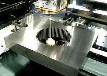 Corte de precisão por eletroerosão a fio