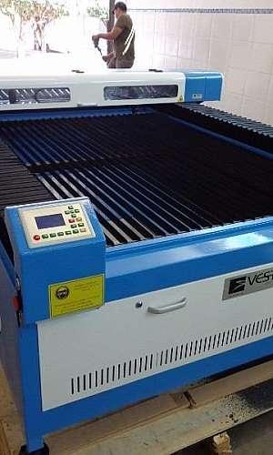 Máquina corte laser metal