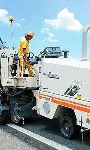 Serviço de fresagem em asfalto